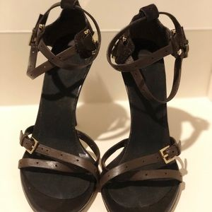 Gucci Shoes - Gucci heels in brown leather with monogram